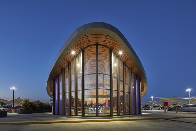 〔안정원의 건축 칼럼〕 갈비뼈를 연상케 하는 매스, 자연을 담은 쇼핑 환경과 친환경설비 2