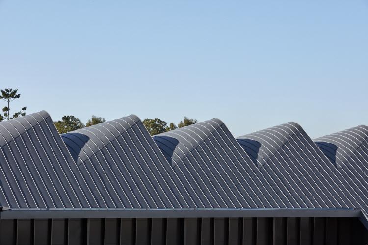 〔안정원의 건축 칼럼〕 갈비뼈를 연상케 하는 매스, 자연을 담은 쇼핑 환경과 친환경설비 6