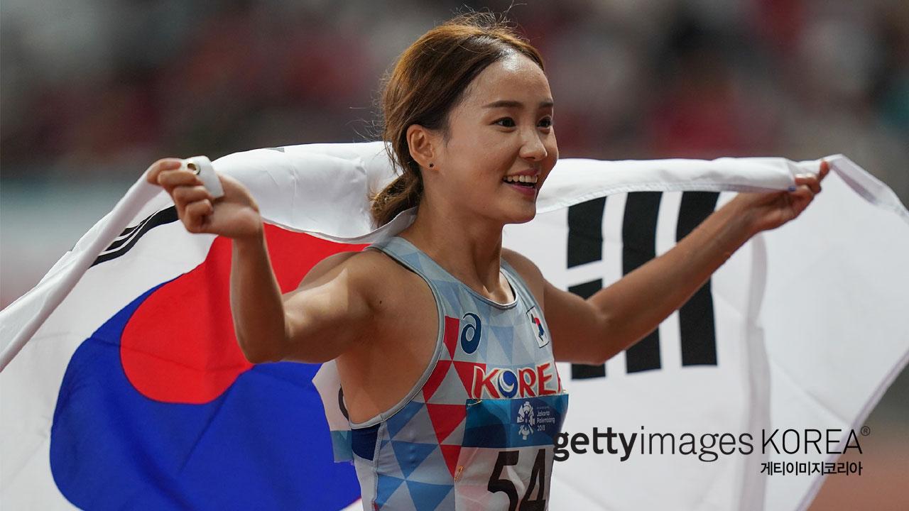 '허들 공주' 아시아 여왕 등극...4년 전 아픔 씻다_이미지