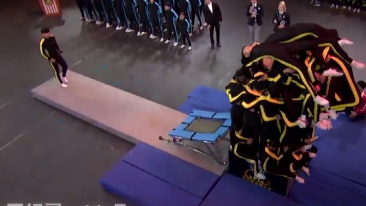 '인간 탑 쌓기'...무술학교 학생들의 기네스 도전