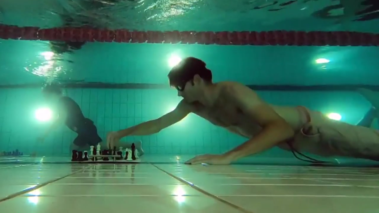 두뇌 싸움보단 체력 싸움...물속에서 '체스 한판'