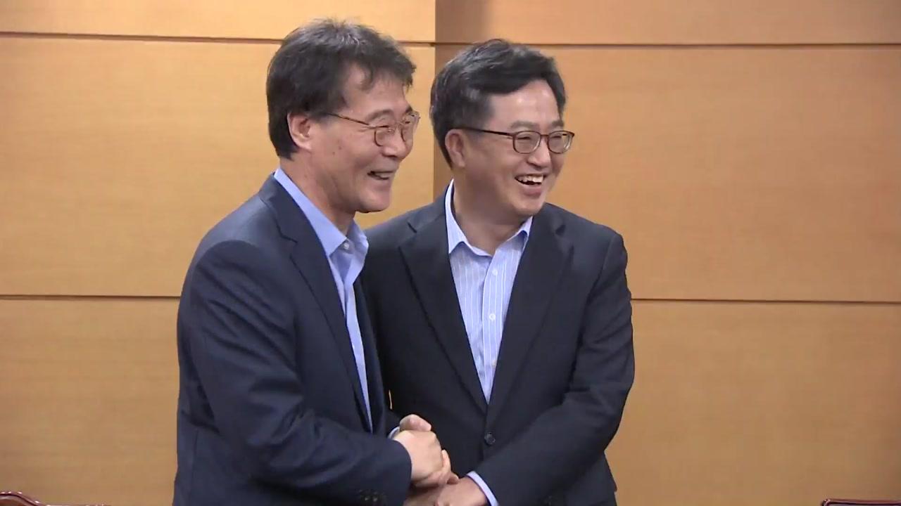 '경제 투톱' 김동연·장하성 회동...고용·분배 논의