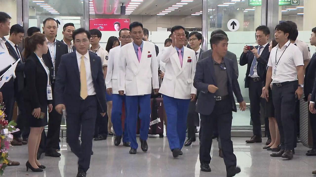 北 명사수들 입국...사격선수권대회 개막