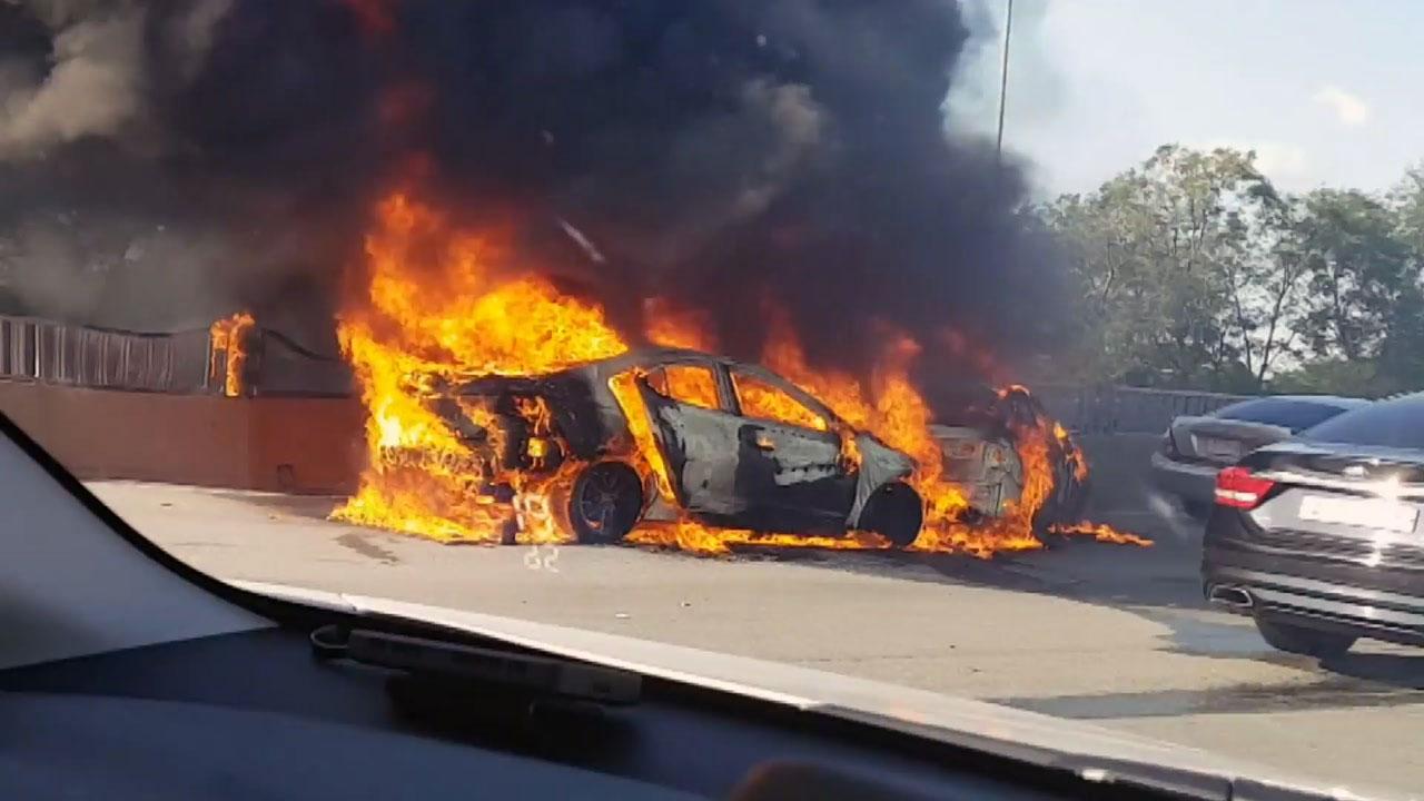 서해안고속도로 차량 8대 추돌 2대 전소...1명 부상