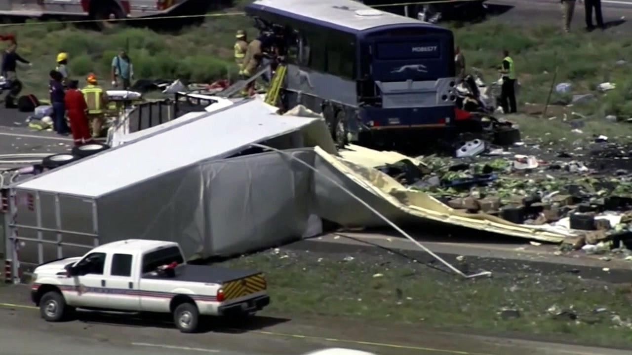 美 고속버스·트럭 충돌...최소 8명 사망