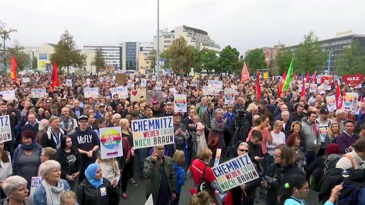 독일, 이민자 찬반 맞불 시위...9명 부상