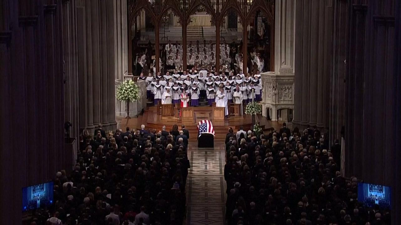 """'장례식 따돌림' 당한 트럼프...""""고인의 마지막 일침"""""""
