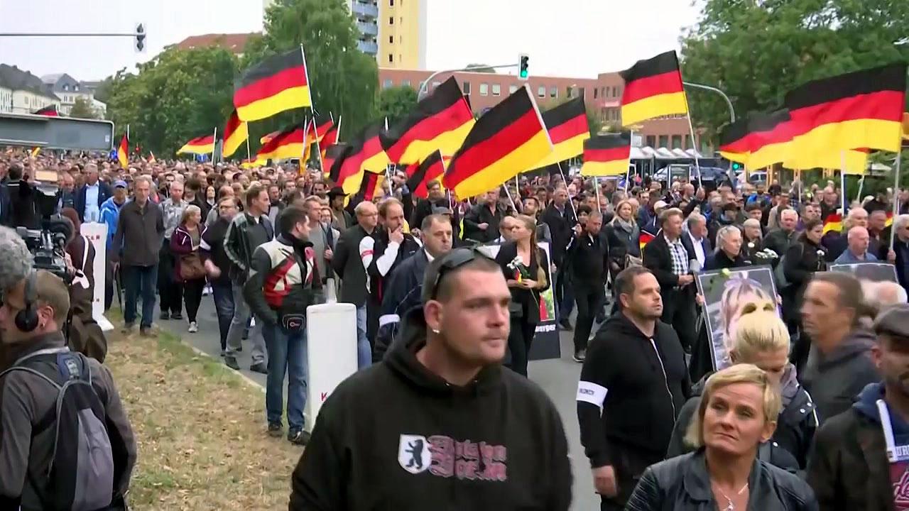 독일, 이민자 찬반 맞불 시위...18명 부상