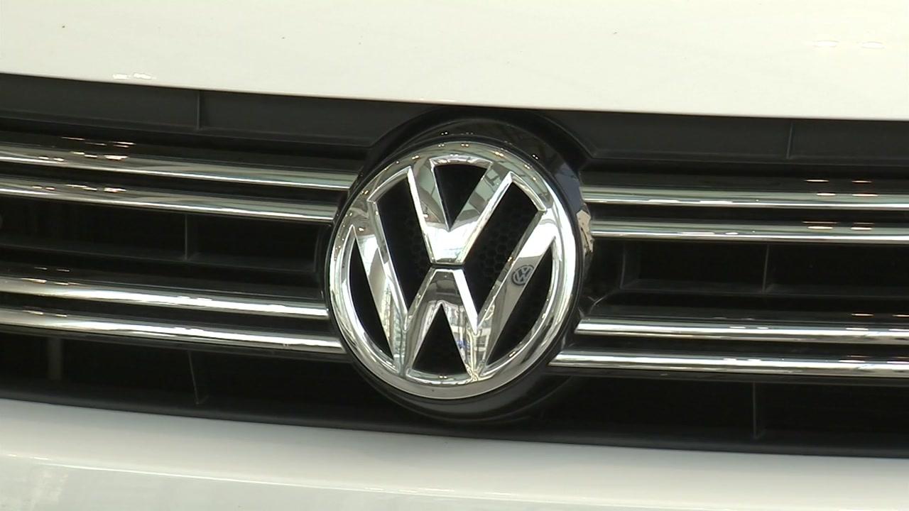 """독일 언론 """"폴크스바겐, 휘발유 차량 배기가스 장치도 조작""""...당국은 부인"""