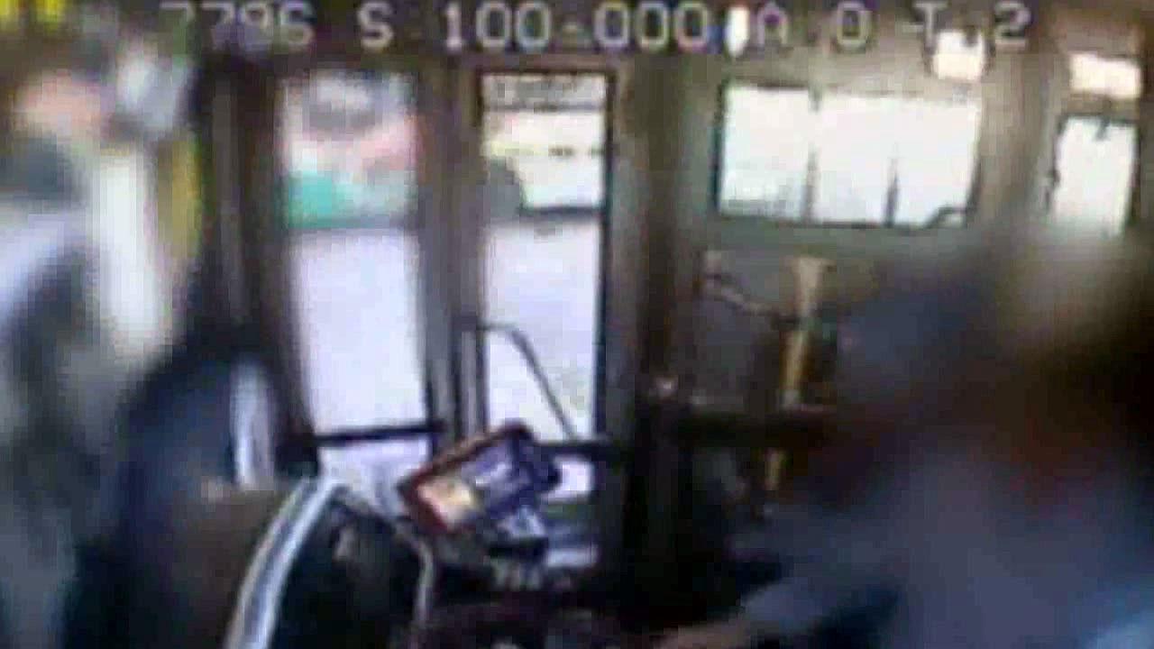 터미널 승차장 덮친 버스...중학생 1명 사망