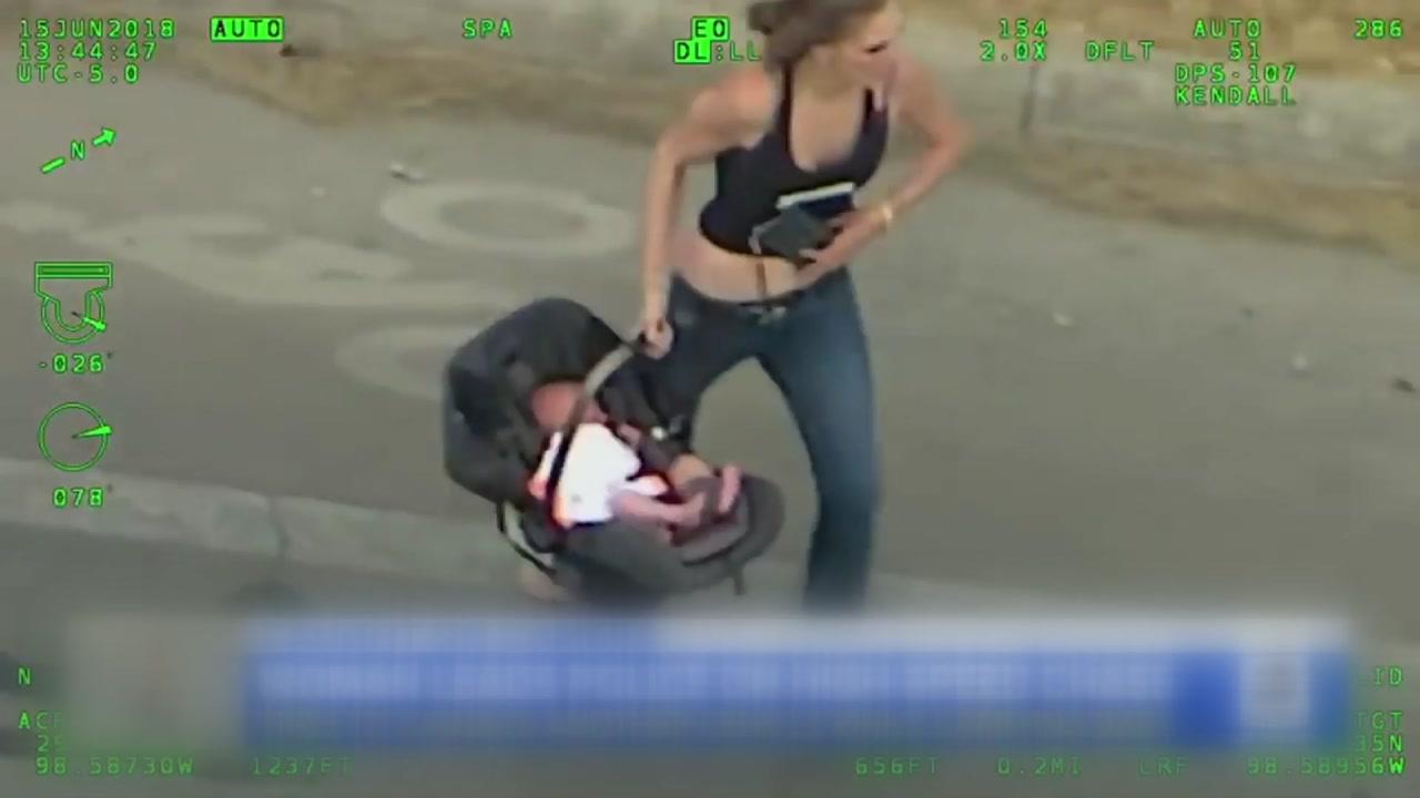 '시속 160km'로 도주한 차량...뒷좌석엔 아기가?