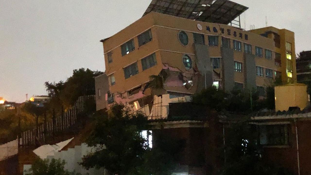 [속보] 서울 상도초등학교 병설 유치원 붕괴 위기
