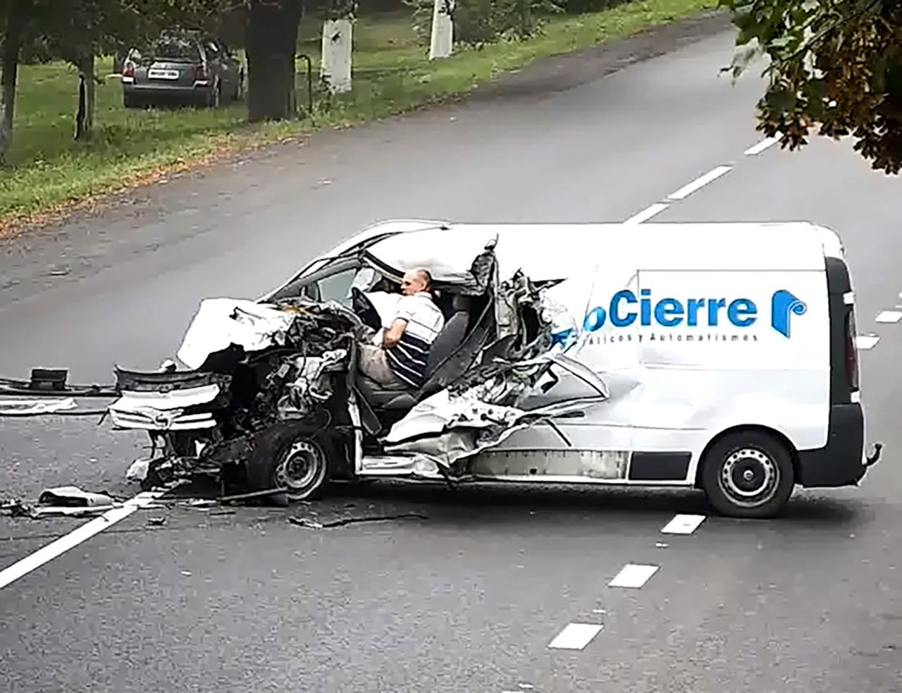 졸음운전 하다 트럭과 충돌...기적적으로 살아남은 남성