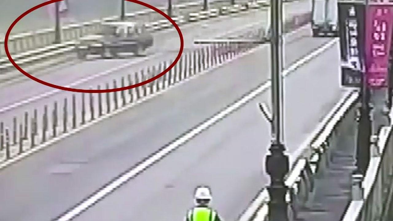 부여 백제교 SUV 차량 추락...운전자 숨진 채 발견