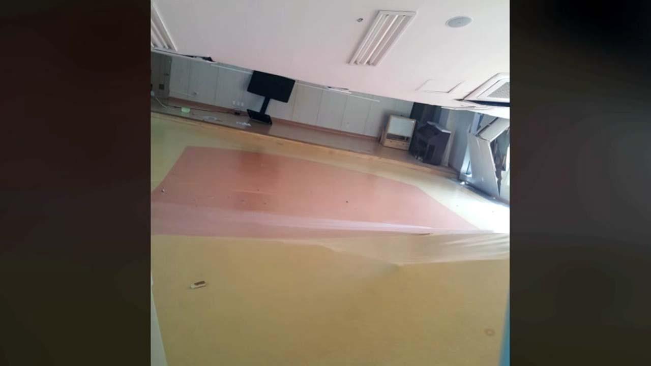 완전히 내려앉은 강당 천장...상도유치원 처참한 내부