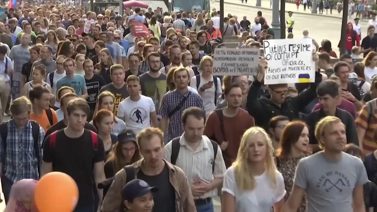 푸틴, 시민들 '연금 개혁 반발'로 위기 직면