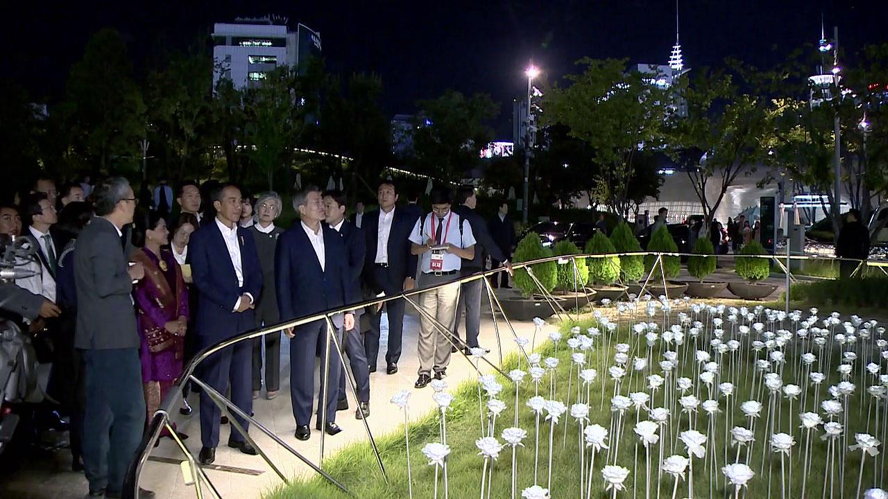 문재인·조코위 대통령 부부, 동대문에서 한밤 쇼핑