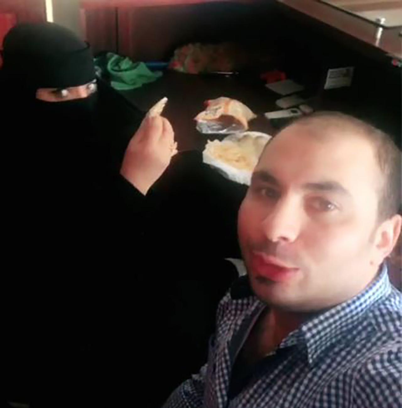 사우디에서 여성 동료와 식사하는 영상 올린 남성 체포