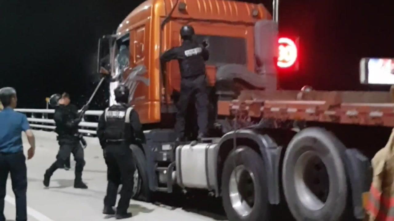 미숙한 경찰 대응에 5시간 동안 막힌 8km 거가대로