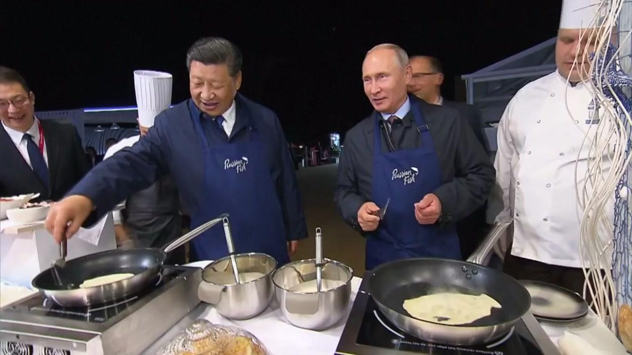 """시진핑-푸틴 친밀감 과시...""""일방주의와 보호무역주의 반대"""""""