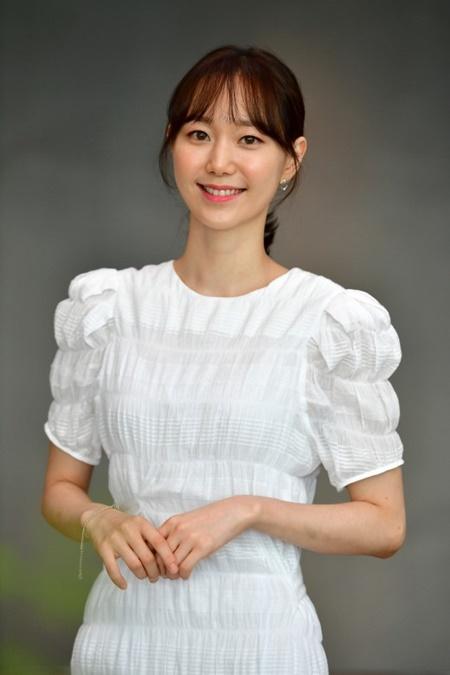 """이유영 측 """"'디바' 촬영 중 경미한 부상...병원서 검진 중"""" (공식)"""