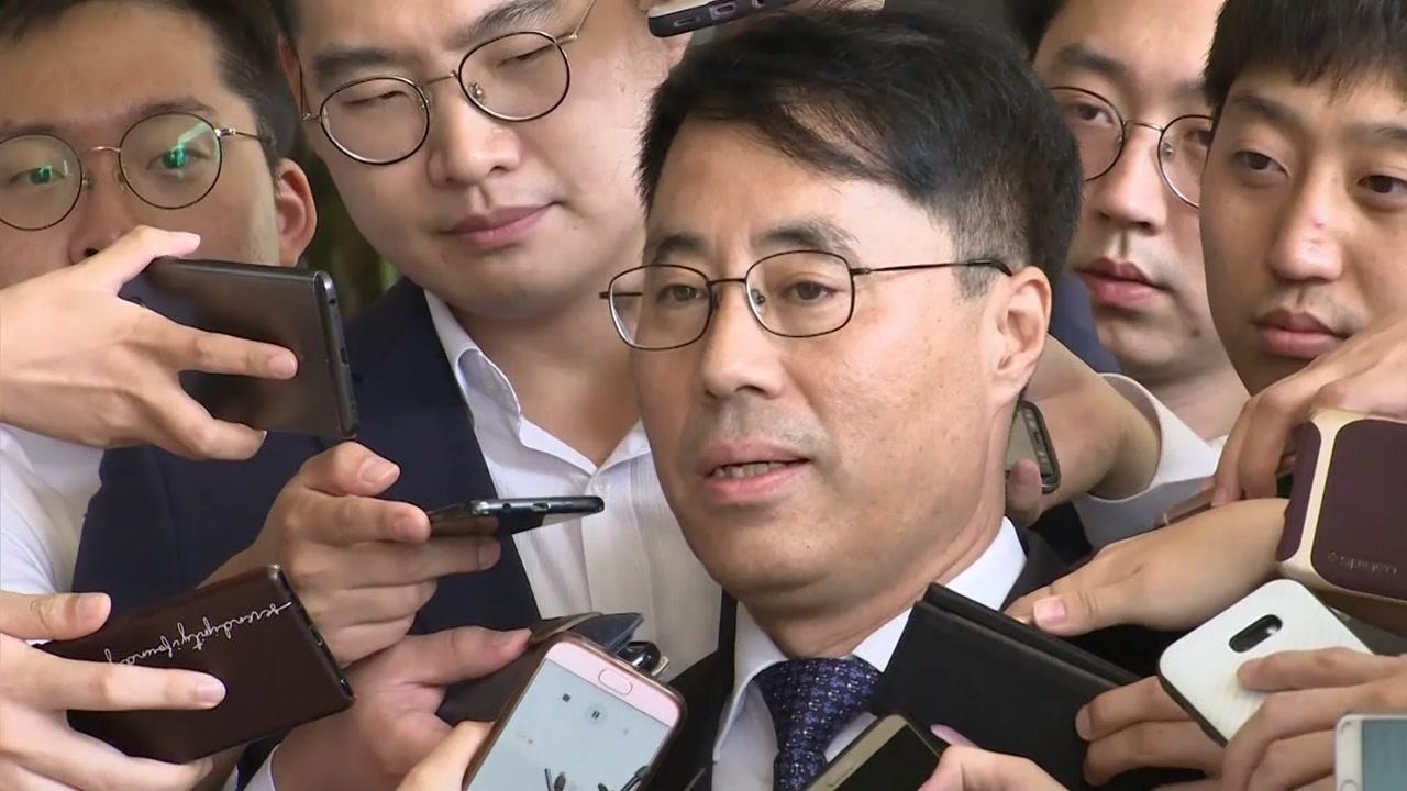 """'문건파기' 유해용 검찰 출석 """"서약서 원래 의무 없는 것"""""""