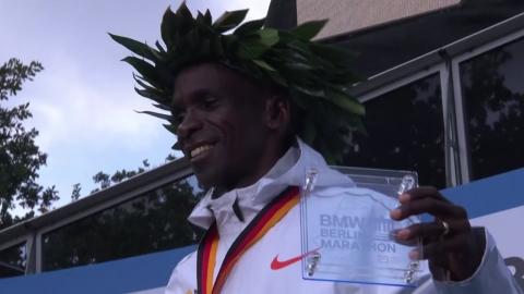 킵초게,  남자 마라톤 세계신기록 작성