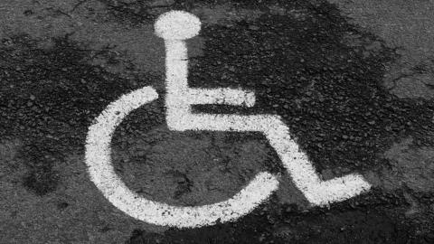 장애인 주차 표지 변조한 40대 징역형