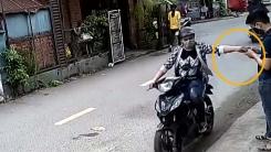 [지구촌생생영상] 스마트폰 노리는 오토바이 소매치기
