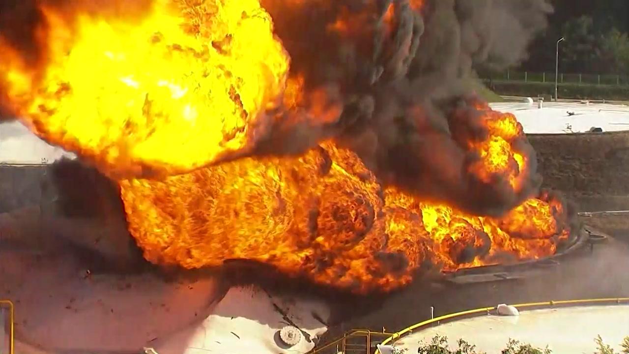 """[고양시 저유소 화재] 계속 치솟는 불기둥...""""탱크서 휘발유 빼내는 중"""""""