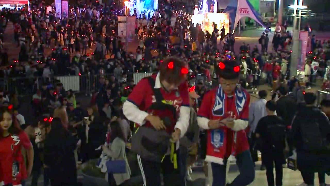 6만 관중 입장...서울 월드컵경기장 열기 '후끈'