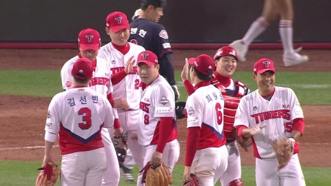 KIA, 롯데 꺾고 5위 확정...4위와 준PO 티켓 전쟁
