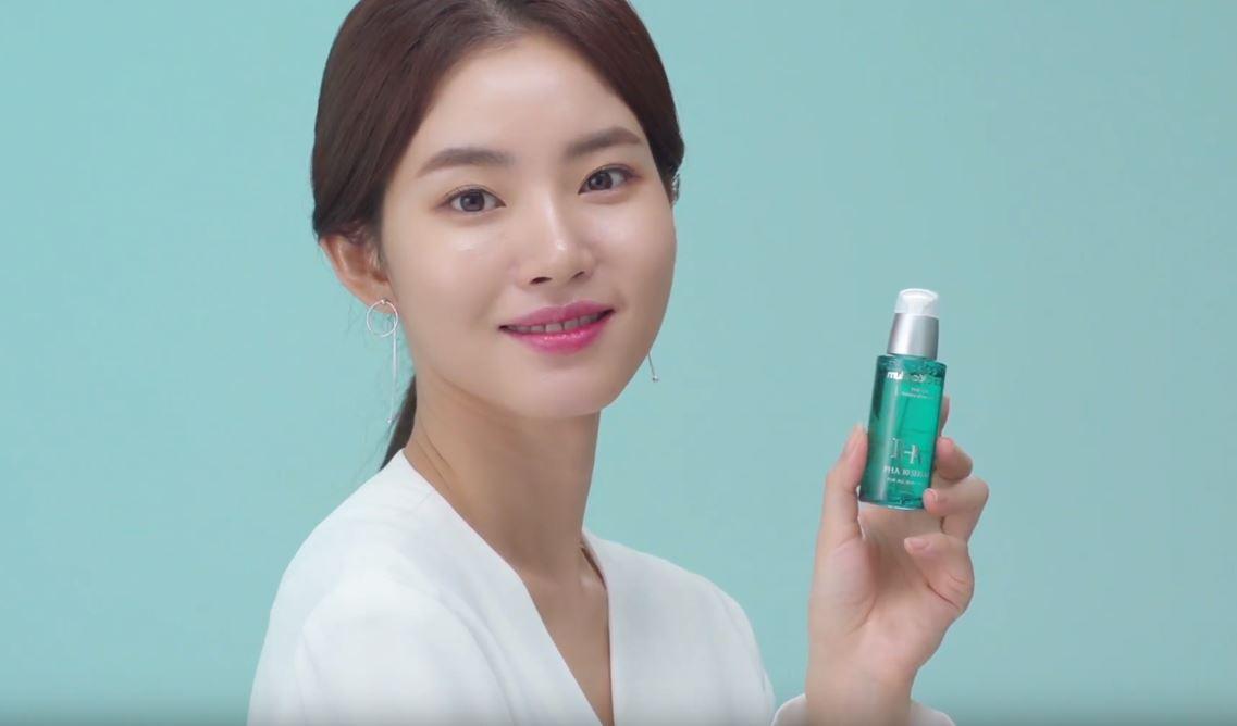 배우 황승언, 광고 영상 속 물광 피부 빛나!