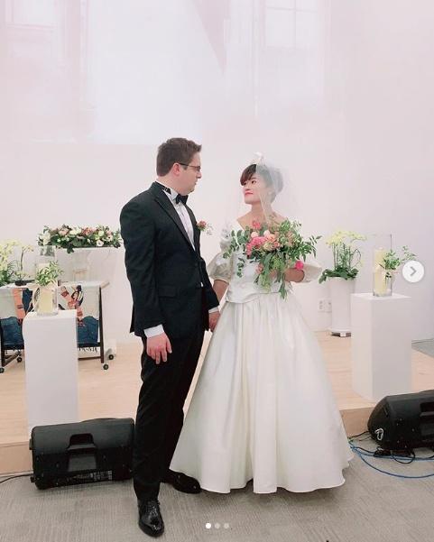 """""""점핑슈즈 신은 신부""""...김혜선♥스테판 웃음가득 유쾌한 결혼식(종합)"""