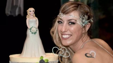 20년 동안 이상형 찾던 여성, '본인'과 결혼식