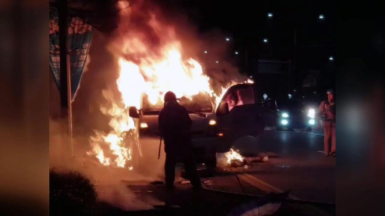 """달리던 트럭에 불...""""화물 적재함에서 발화"""""""