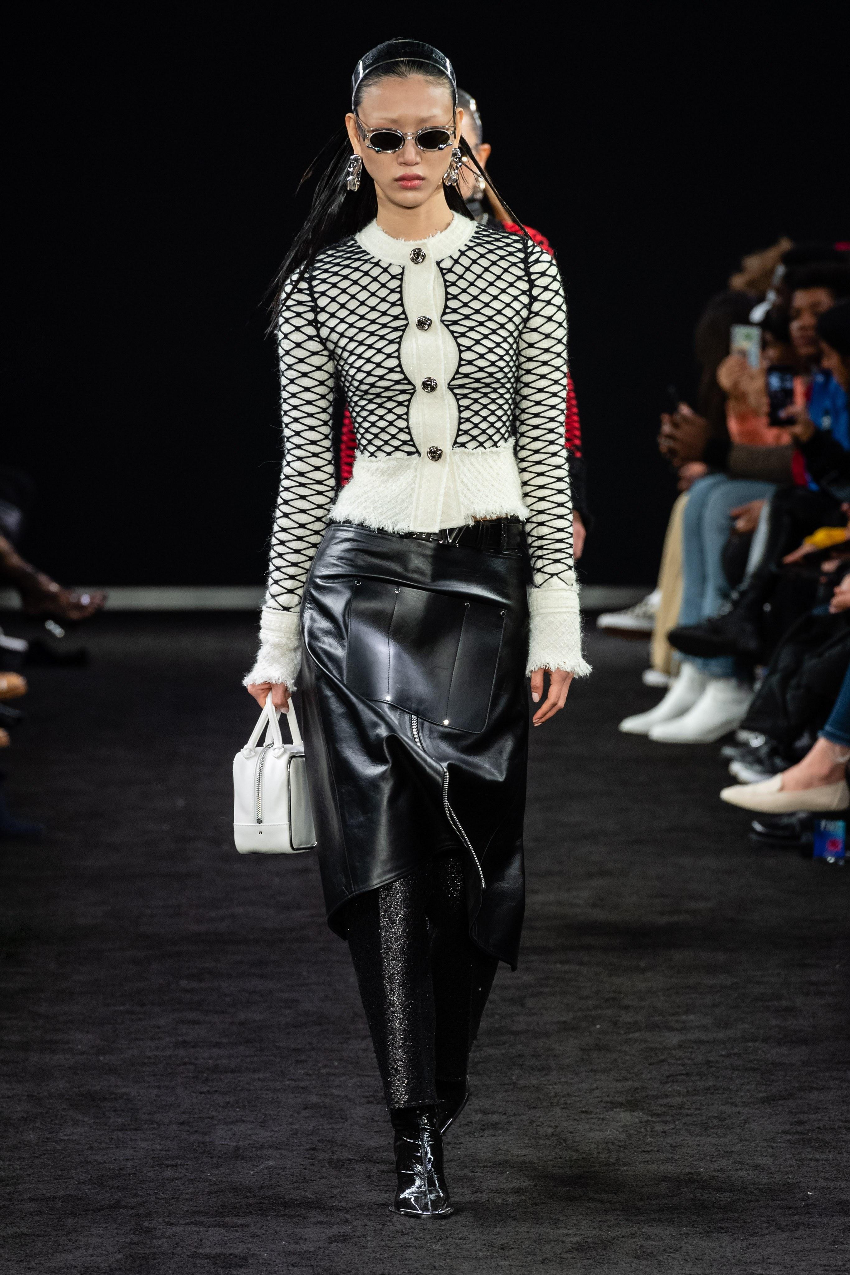 YG 케이플러스 여자 모델들, 해외 컬렉션 섭렵!