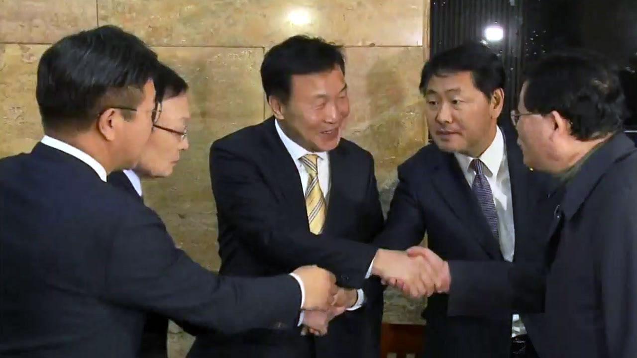 민주당·한국당, 野 3당 달래기...선거제도 개혁 견해차는 여전