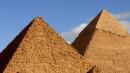 이집트 피라미드에서 나체사진 찍은 커플 조사 착수
