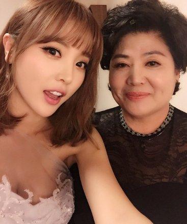 홍진영, 어머니와 '미우새' 고정 합류...모벤져스 5인 체제