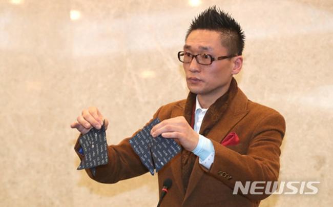 """'낸시랭 이혼소송' 왕진진, 유흥업소서 """"룸 시간 연장 요구"""" 욕설시비 입건"""