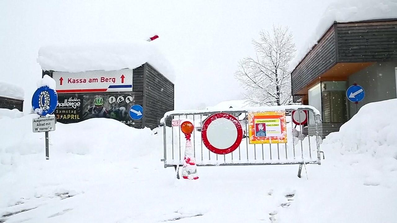 유럽 곳곳 폭설·눈사태...새해 들어 최소 14명 사망