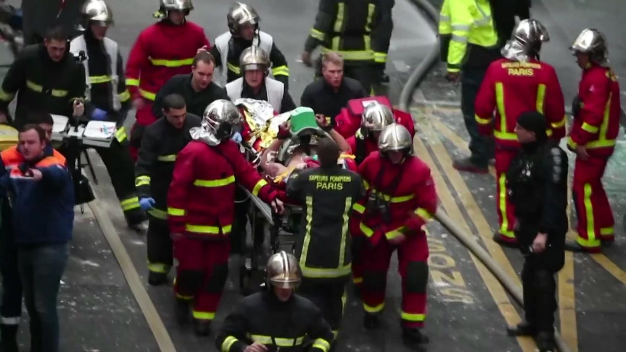 파리 중심가 제과점 가스누출 추정 폭발사고...소방관 2명 사망, 47명 부상