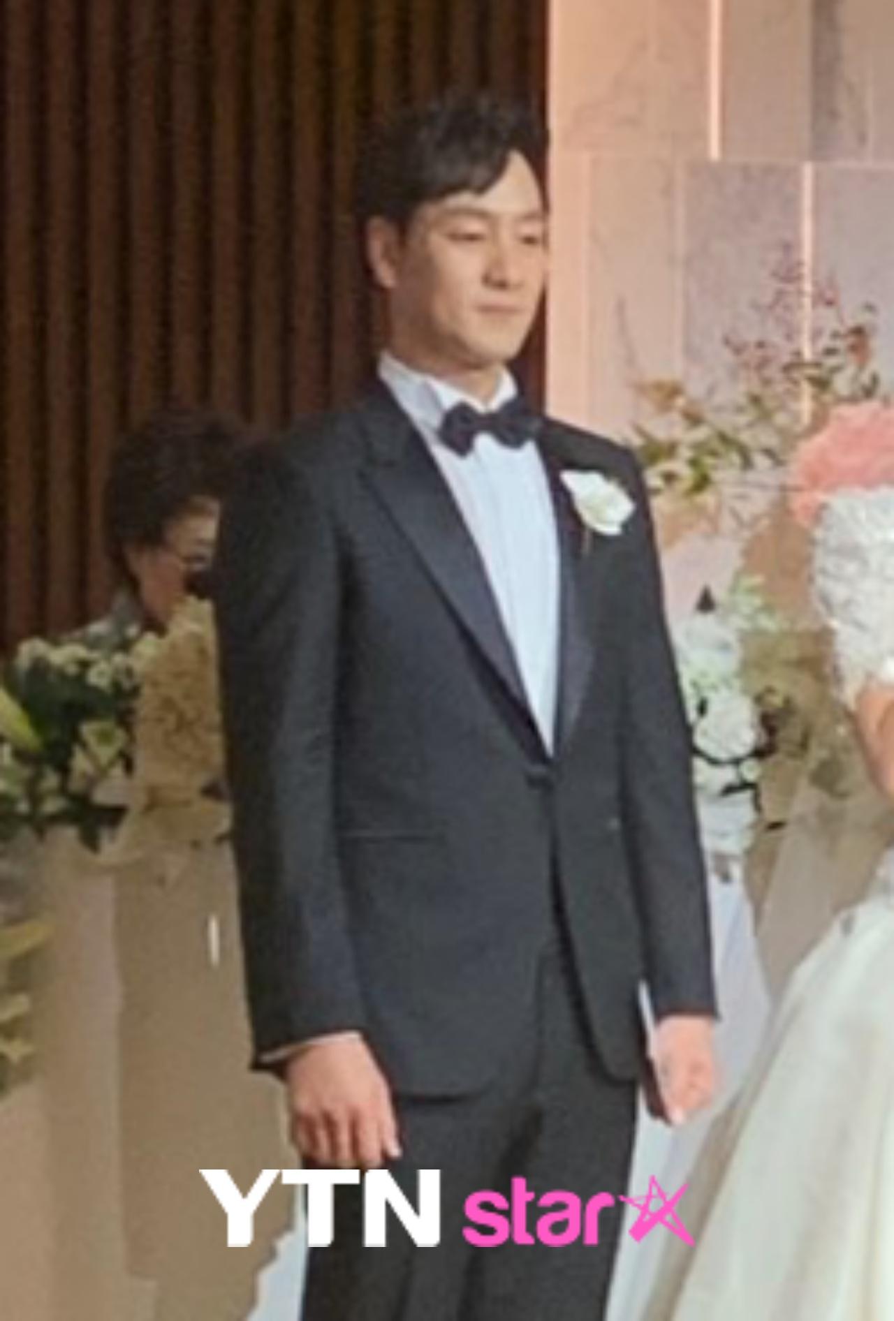 박해수, 장가 가는날...'슬빵' 정해인·크리스탈·정경호 해후