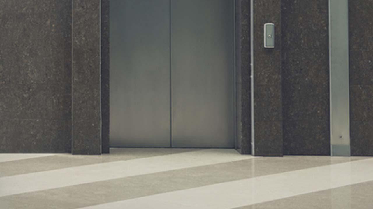 문 잘못 열린 엘리베이터에 초등학생 다쳐
