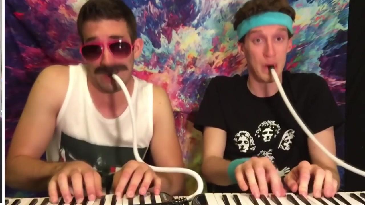 멜로디언으로 무엇이든 연주하는 두 남자