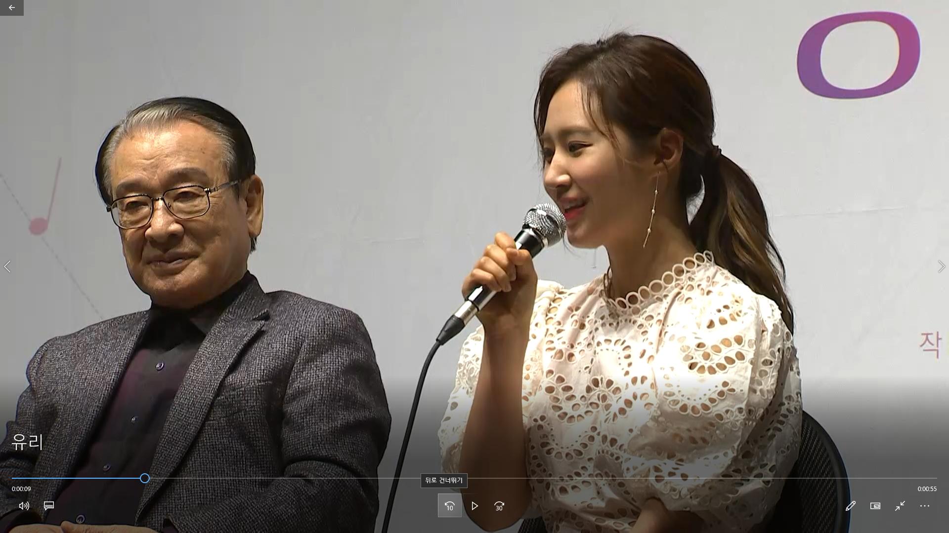 """소녀시대 유리, 연극 첫 도전...""""선생님 연기 정말 앙증맞아요"""""""