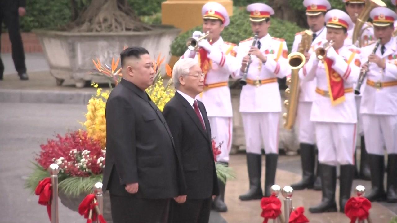 김정은 합의 무산 후 첫 외출...공식 환영식 참석