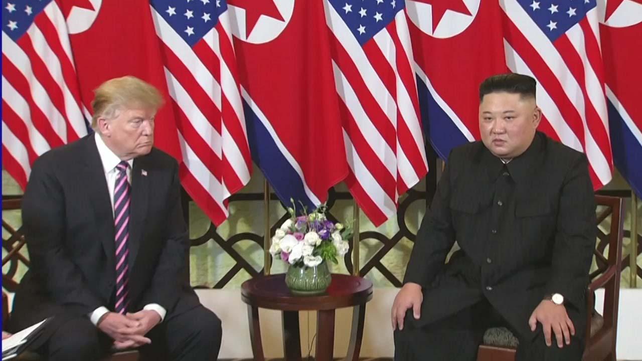 김정은 위원장, 아쉬움 남기고 베트남 일정 마무리