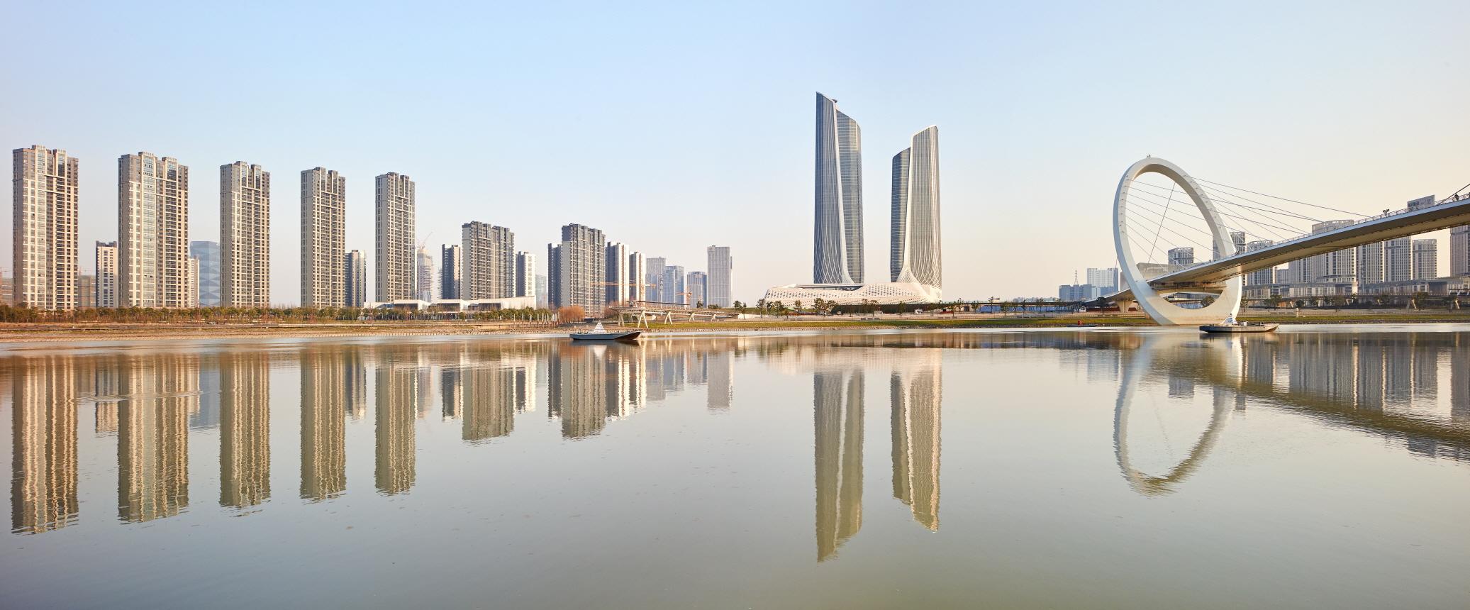 〔안정원의 건축 칼럼〕 양쯔강 허시 뉴타운을 배경으로 들어선 입체적이고 역동적인 건축 1